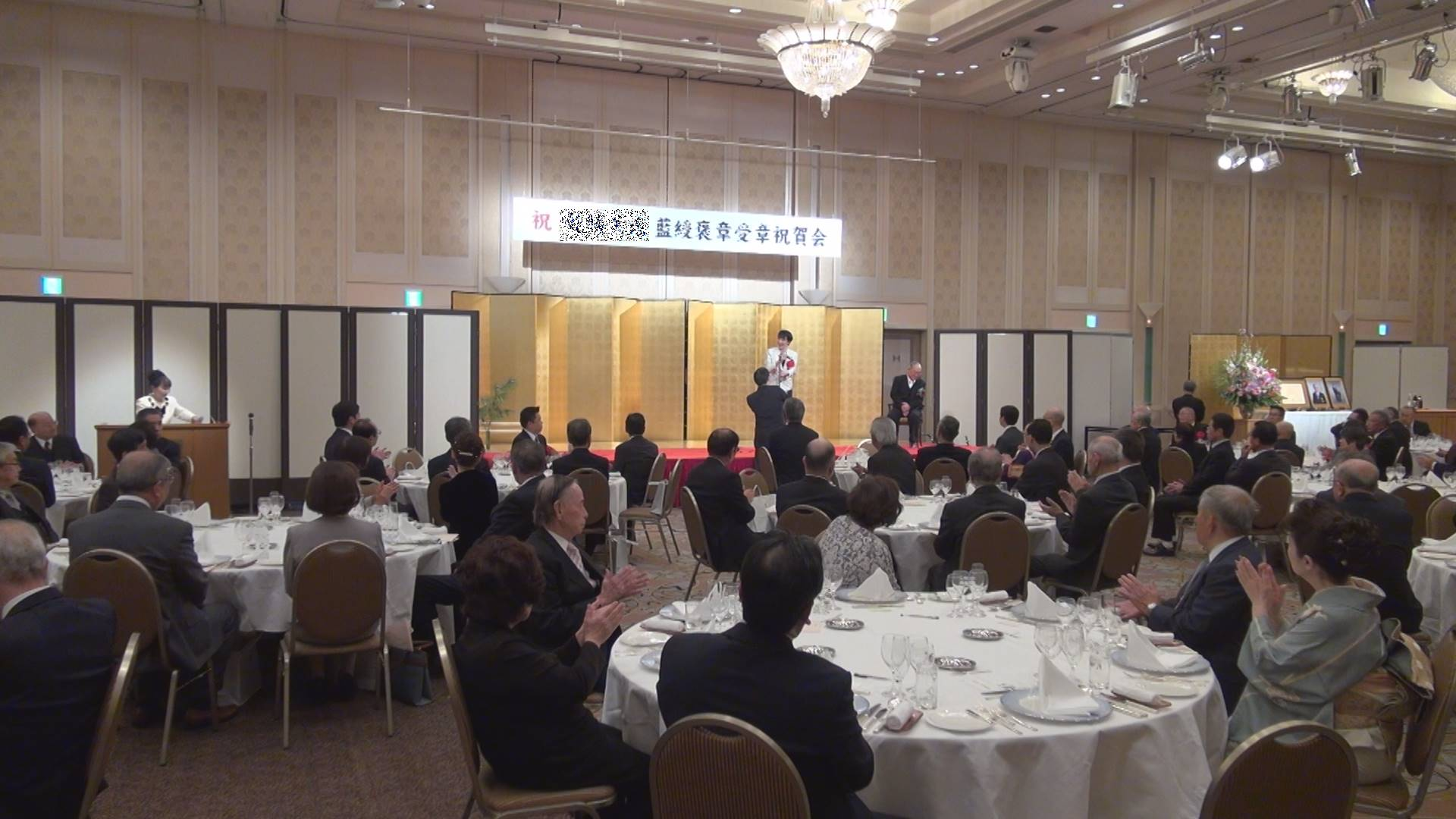 高市早苗総務大臣(自由民主党所属 衆議院議員 奈良県二区選出) 藍綬褒章を受章した奈良県の保護司の受賞祝賀会にて祝辞を述べました。